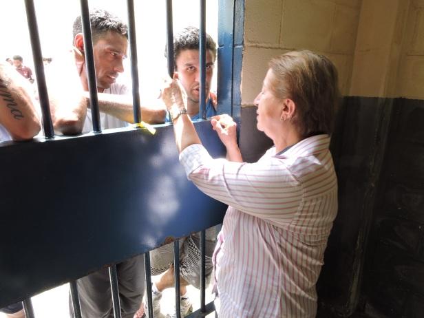 Isabel Kugler Mendes ouve demandas dos detentos