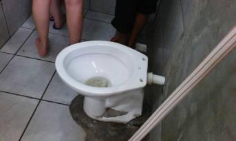 Um dos vasos sanitários do local