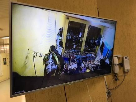 Imagem da câmera de segurança mostra a superlotação da unidade